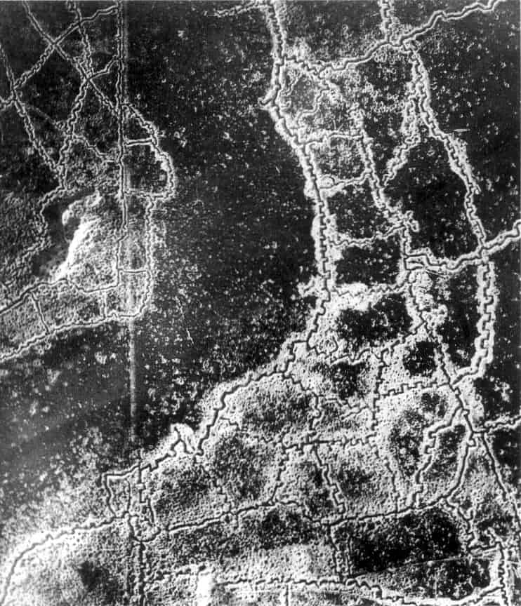 Picture of trench networks in World War I, between Loos and Hulluch July 1917.